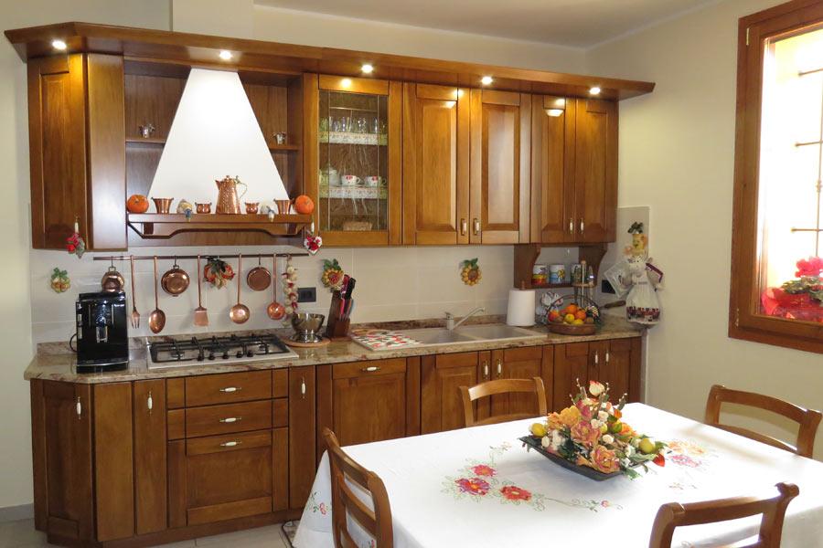 Cucine artigianali su misura in legno massiccio naturale ...